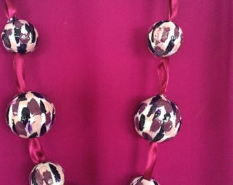 Necklace cerise with multiple shades