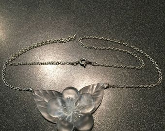 Flower and leaves necklace.