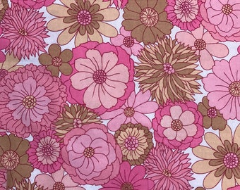 Vintage 60s 70s  Fabric Pink Retro Fab Flower Power
