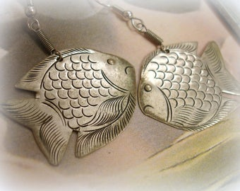 vintage silver fish earrings pierced earrings etched fish shapes