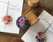 Les Fleurs magnetic needleminder in NAVY, embroidery, sewing notion
