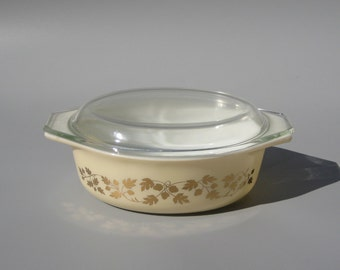 Pyrex Golden Acorn Covered Casserole 1.5 Quart Baking Dish 043 Gold Oak Leaves