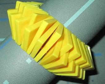Vintage MOD 60s Geometric Yellow Plastic Lucite Stretch Bracelet