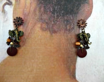 Vintage 1980 Elephant Bead Earrings