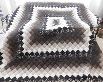 Queen Size, Amish Hand Made - Rectangle Trip Around the World Quilt
