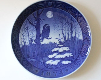 Winter Twilight. 1974 Royal Copenhagen collectible Christmas plate.