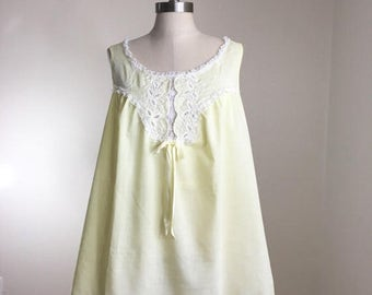 20% Off Sale 70s Pastel Yellow Eyelet Lace Cotton A-line Babydoll Nightie, Size Large to XL