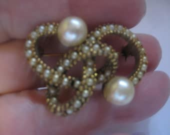 Antique Infinity Pin in Gold Tone Metal faux Pearls