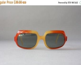 STOREWIDE SALE 1960s Sunglasses / Vintage 60s Sunglasses / Sixties Mod Cool Ray Polaroid Mod Ombré Sunglasses