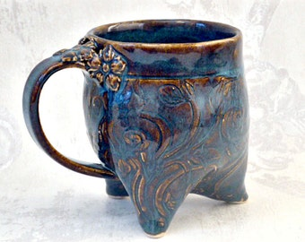 Curvy Tripod mug in Denim Blue