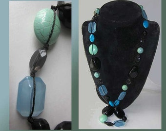 Got the BLUES,Ocean Blue and Urban Black Resin and Lucite Bead Necklace,Pale Aqua/Sea Green,Vintage Jewelry,Women