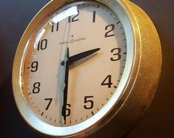 Great Vintage General Electric Industrial School House Clock Model 2008A