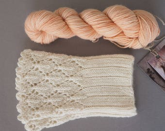 Hikaru / Super soft merino cashemere blend / small skeins for wrist warmers / hand dyed with sandle wood
