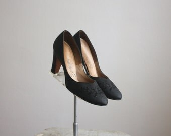 1950s embroidered pumps size 7 1/2