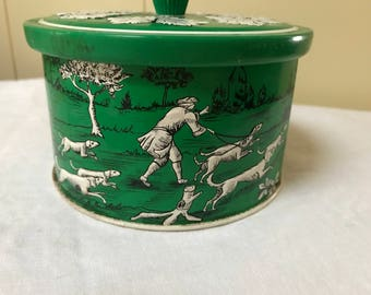 Vintage Tin Hunting Scene Hunters with Dogs Hound Pointer Dogs Deer Green White Round Tin 1970s Italy Tin Candy Tobacco Tin Advertising