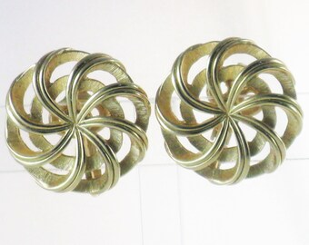 Vintage Crown Trifari Gold Tone Spiral Clip Earrings (E-1-7)