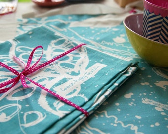 Kitchen Gift Bundle X One Apron and One Tea Towel. Birds and Leaves Design Printed in Blue. Manufactured in the UK.