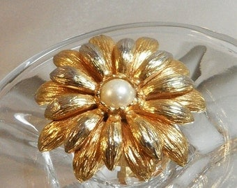 ON SALE Vintage Flower Brooch. Faux Pearl Center. Spring Flower Blossom Pin.