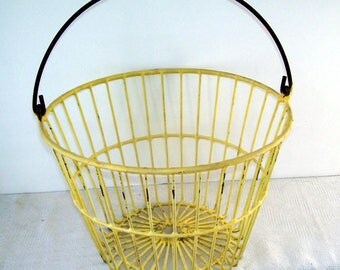 Antique Yellow Metal Rubber Coated Egg Basket, Rustic Farm House, Prairie Style Home, Country Decor, Vegetable Basket, Laundry Basket