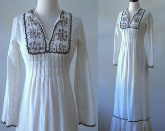 Vintage 1970s Maxi Dress 70s Dress Long Hippie Dress Bohemian Style 1970s Clothing Bohemian Clothing Off White Cotton Dress Bell Sleeves XS