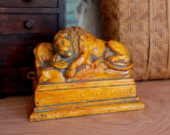 Lion Statue Paperweight Bookend Helvetiorum Fidei ac Virtuti - To the loyalty and bravery of the Swiss