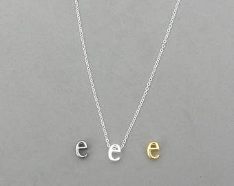 Initial e Necklaces