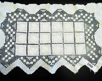 One Vintage Filet Lace Doily or Placemat 1099