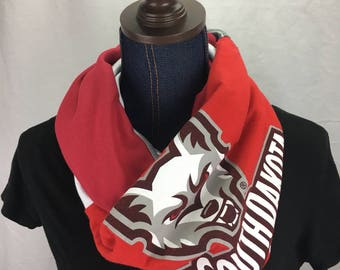 University of South Dakota Coyotes Recycled T Shirt I finity Scarf