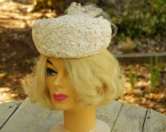 Vintage 50s-60s White Pillbox Hat/Retro/Mid Century