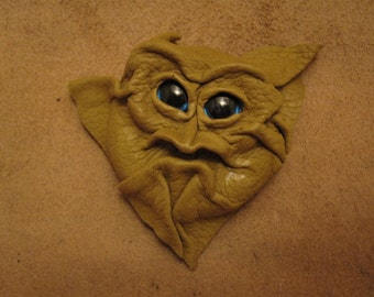 Grichel leather magnet - chartreuse with custom metallic blue eyes