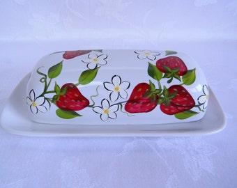 Butter dish, painted butter dish, butter dish with strawberries, white ceramic butter dish, kitchen decor, serving dish