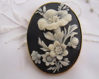Vintage Black Oval Resin Brooch with Cream-Colored Raised Flowers