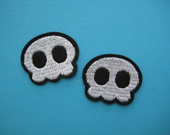 2 pcs Iron-on Embroidered Patch Cute SKULL 1.4 inch