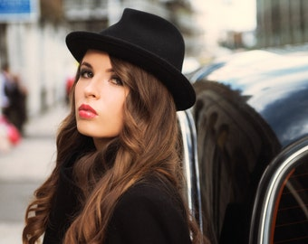 The Viv, Black: classic woman's hat for the bold beauty