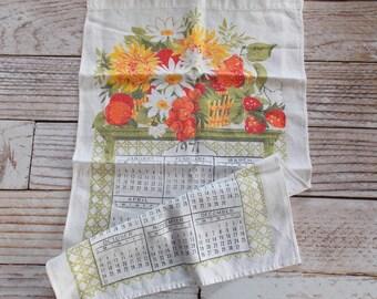 Vintage 1971 Linen Towel / Fruit & Floral