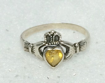 Yellow Citrine Stone Claddaugh Ring Sz 9 Vintage November Birthstone Valentine Promise Romantic Gift For Her Sterling Silver Ring 1970s 1980