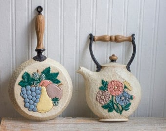 Vintage Home Interiors Kitchen, 1970's Retro Cottage Kitchen with Fruit and Flowers, Pan and Teapot Kettle, Kitsch Wall Hanging