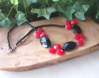 Pink Jade, Black Onyx and Glass Seed Beads, Handmade Beaded Necklace, Gemstone Beads