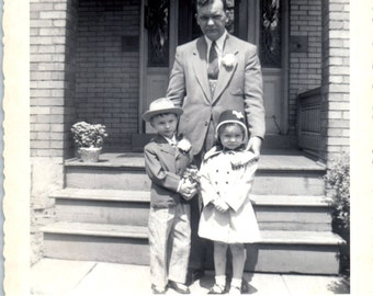 Vintage Photo - Dad With Boy and Girl - Vernacular, Found Photo (B)