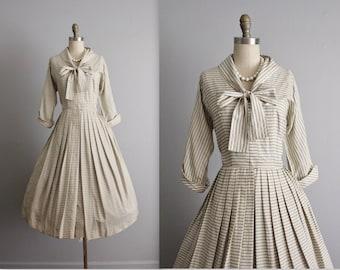 50's Dress // Vintage 1950's Embossed Ecru Silk Full Garden Cocktail Party Dress M