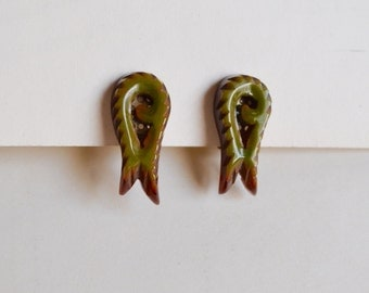 1930s Bakelite carved green & brown earrings / 30s laminated two colour Catalin clip on earrings