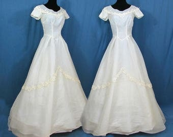 Harold's Organdy Wedding dress - Off-white organdy with cluny lace - full skirt bride dress - Small - late 50s
