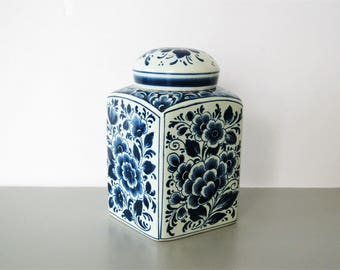 Vintage Delft jar/ blue and white decorative jar/ hand painted