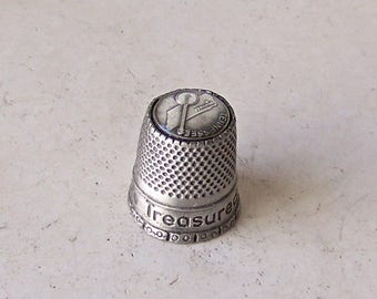 Vintage Pewter Thimble Nashville Tennessee Commemorative Thimble Tennessee  State & Banjo Image Thimble Collector Sewing Room Vintage 1980s