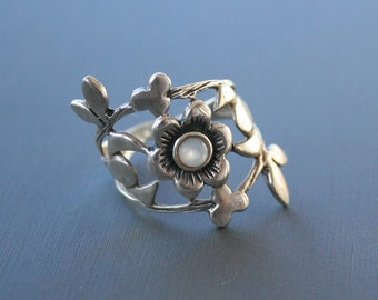 Vintage Sterling Silver Mother of Pearl Ring Floral Ring Flower Ring Size 6.5