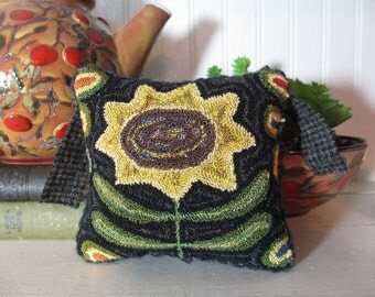 Primitive Sunflower Punch Needle Pin Keep