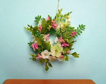 A Pretty Spring Wreath for Your Dollhouse, 12th Scale