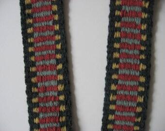 A mandolin and banjo straps wool