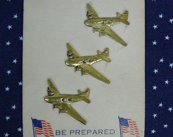 "Realistic Buttons Metal Airplanes on Original Card c.1940's ""Be Prepared"" WW II"