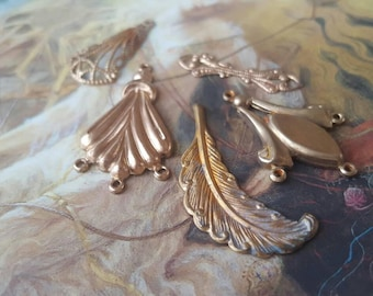 5 Vintage Old Brass Deco Filigree Connector Drop Pendants Feather Awesome